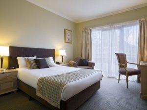 Giường ngủ gỗ kiểu Nhật, với nhiều kích cỡ 1m2*2m ; 1m6*2m ; 1m8*2m (kích thước thay đổi theo nhu cầu của khách hàng) được làm từ 100% gỗ tự nhiên, thời gian bảo hành 4 -5 năm