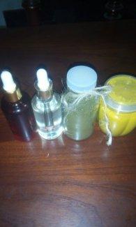 Bộ tứ dưỡng da (trà xanh, bột nghệ, dầu dừa, dầu gấc)