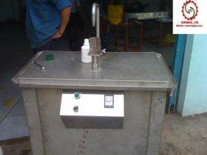 Máy chiết rót nước ngọt bằng pistong 2 vòi, 4 vòi bán tự động