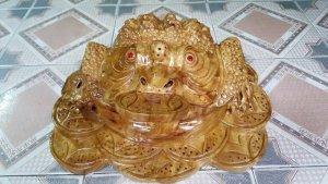 Tượng linh vật Cóc ngậm tiền phong thủy bằng gỗ xá xị thơm