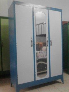 Tủ xanh dương, 3 cửa, gương chính giữa, cao 1m8 ngang 1m2