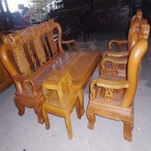 Bàn ghế gỗ nghiến dùng cho gia đình