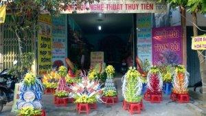 Nhận sắp lễ nạp tài rồng phượng đẹp và rẻ nhất Thành Phố Thanh Hoá.Khi quý khách đặt trọn bộ 5 tráp,7 tráp,9 tráp,11 tráp , hoa cưới ,hoa xe và trang trí phòng cưới nhận ngay những khuyến mại sau: • Giảm ngay 5% toàn bộ sản phẩm. • Giảm ngay 5% khi quý khách đặt hoa cưới,xe hoa. • Giảm ngay 5% trang trí phòng cưới.   Địa chỉ :Số 177 đường Lê Lai – phường Đông Sơn –Thành phố Thanh Hoá(Cạnh cầu Lai Thành) Quý khách cũng có thể vào web :  để tham khảo thêm. Hân Hạnh được phục vụ quý khách !