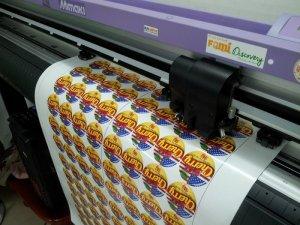 Đồng bộ bế sticker decal trên máy bế Mimaki của Nhật tại In Kỹ Thuật Số