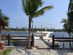 Nằm ngay ven biển liền kề sân bay Quốc tế Canh Ranh, thành phố Nha Trang, chỉ cần 5 phút tản bộ để đến biển Bãi Dài, sân bay Cam Ranh, di chuyển dễ dàng bằng ô tô, cơ sở hạ tầng đã hoàn thiện.