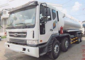 Xe tải Daewoo 4 chân M9AEF đóng bồn chở xăng dầu thể tích 22m3.
