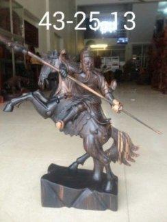 Quan công cưỡi ngựa