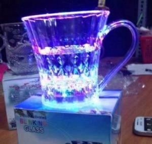Ly thần kỳ đổ nước vào sáng đèn led 7 màu