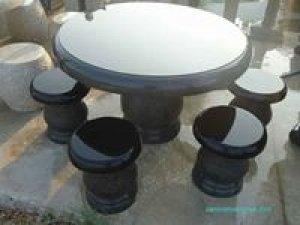 Bàn ghế đá giá sỉ trưng bày cho không gian sân vườn nhà bạn cực kì sang trọng