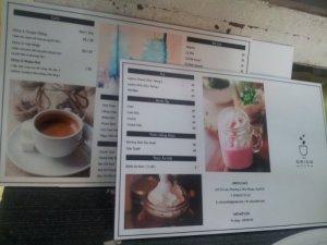 In trang trí quán trà sữa nhỏ đẹp từ dịch vụ in PP giá rẻ
