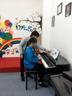 Lớp học hát miễn phí cho các con
