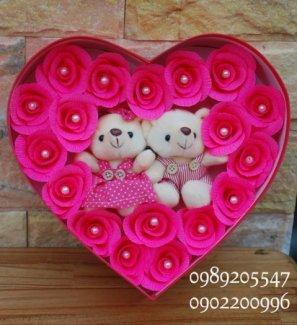 Hộp hoa hồng giấy trái tim
