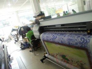 Máy in mực dầu Mimaki thực hiện in tranh silk chủ đề tôn giáo tại In Kỹ Thuật Số   Bạn đến liên hệ đặt in silk cùng in test thử mẫu in silk