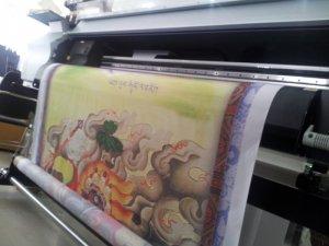 Thành phẩm in silk tranh tôn giáo thực hiện bởi In Kỹ Thuật Số   In silk mực dầu trực tiếp trên máy Mimaki, máy in mới hiện đại, nhập khẩu nguyên chiếc từ Nhật Bản cho màu in mịn, đều màu, màu lâu phai