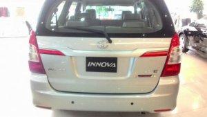 Đuôi xe Toyota innova 2.0E 2016