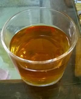 Khi pha thành nước uống, nước có màu vàng đậm. Nếu pha nhiều nước thì màu sẽ nhạt hơn nhé!