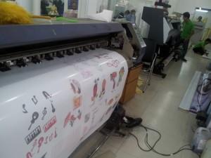 In Kỹ Thuật Số trực tiếp thực hiện in decal lưới cho bạn tại trung tâm in ấn địa chỉ 365 Lê Quang Định, P.5, Q.Bình Thạnh, Tp.HCM