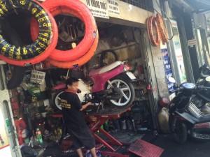 Thay thế ,sửa chữa phụ tùng xe máy.