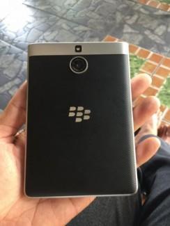 Blackberry passport mới 99%