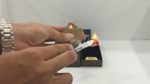 Bật lửa sạc điện Dinuo có móc khóa hình APPLE.Mã:TA-BL07