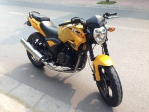 Moto Rebel CBR 125cc màu vàng đen