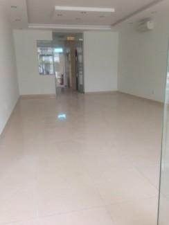 Cho thuê nhà Nhà mặt phố Đường Nguyễn Bỉnh Khiêm, P. Đa Kao, Quận 1. DT: 4x20m. DTSD: 400m2. Giá: 4.500 USD