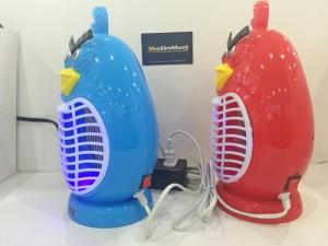 - Thiết kế nhỏ gọn, đẹp mắt, đèn bắt muỗi Magic Home Angry Bird giúp bảo vệ bạn và gia đình tránh khỏi bệnh sốt xuất huyết đang tăng cao hiện nay gây ảnh hưởng nghiêm trọng đến sức khỏe, công việc của mỗi chúng ta.