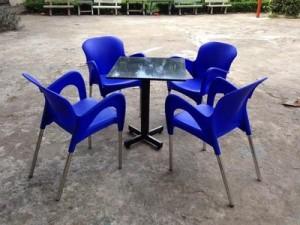 Cần thanh lí 50 bộ bàn ghế cafe giá rẻ