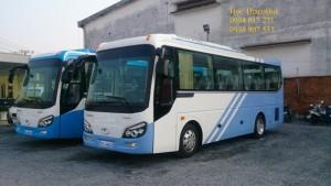 Xe khách Thaco Town TB82S 29, 34 chỗ bầu hơi, dài 8,2m, kiểu dáng như Universe.