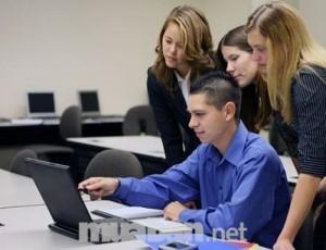 Dạy Tin học văn phòng cho người đi làm.