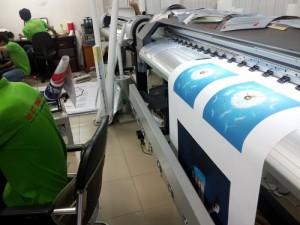 In Kỹ Thuật Số sở hữu hệ thống máy in mực nước hiện đại, máy in mực dầu Mimaki xuất xứ Nhật Bản, cho chất lượng poster in ấn rõ nét nhất, màu sắc tươi và trung thực nhất, góp phần vào tăng hiệu quả chiến dịch vụ quảng cáo, khuyến mãi của bạn.