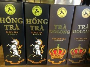 .Hồng trà có vị ngọt có thể dưỡng dương khí cho cơ thể, trà xanh tính hàn có thể thanh nhiệt, trà Oolong làm trơn họng, trà ướp hoa dưỡng gan, lợi mật