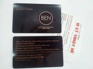 In thẻ Loyalty card cho BEN Coffee House | Gia công bo góc, thẻ in màu đen chủ đạo, in trơn láng, cán bóng