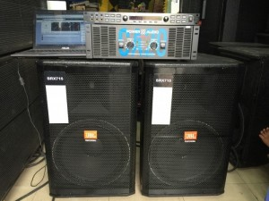 - 1 mixer digital CAF X5. Công nghệ đỉnh cao của dòng mixer số, tiếng hay, ca nhẹ và chống hú tuyệt đối.