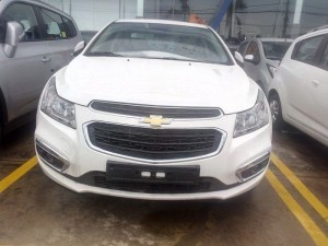 Chevrolet Cruze LT mới màu trắng - ưu đãi, hỗ...