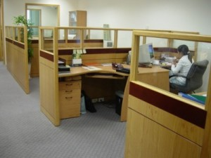 Vách ngăn văn phòng bằng gỗ