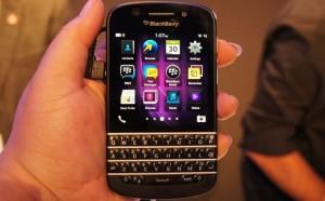 Điện thoại giá rẻ BlackBerry Q10 White (Bàn phím Thailand)