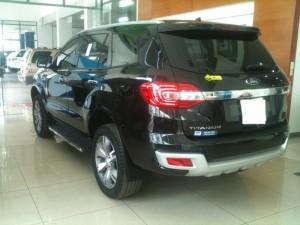 Ford Everest đen huyền bí