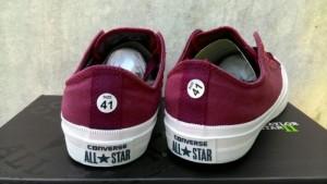 Giày thể thao   màu đỏ mận, mẫu đơn giản