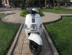 Cần bán yamaha cuxi màu trắng xe đăng ký năm...