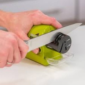 Máy mài dao kéo dụng cụ không thể thiếu cho các mẹ
