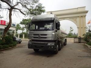 Xe có tải trọng 20 tấn tổng tải cho phép 34 tấn, sử dụng động cơ Yuchai công suất máy 340hp. Đây là dòng xe bồn chở xăng dầu tải trọng cao với một mức tiêu hao nhiên liệu vừa phải.  Ưu điểm Xe chenglong 5 chân được thiết kế với mục đích đem lại sự an toàn, kiểu dáng đẹp sẽ là người bạn đồng hành tin cậy với Quý khách hàng trên mọi nẻo đường  Sản phẩm Xe tải 5 chân chenglong đã đáp ứng được hoàn toàn 2 yêu cầu trên và là lựa chọn hợp lý nhất với quý khách hàng trên mọi miền.  Ngoại thất: Cabin cao cấp M53, kiểu dáng khí động học. Thùng bồn xi téc 8.170 x 2.460 x 1.750 mm |  Lốp bố thép không xăm, cỡ lốp 12R22.5 không săm | Thùng dầu 600 L
