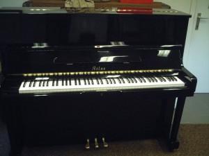 Đàn Piano cơ Atlast