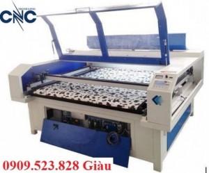 Máy laser cắt vải