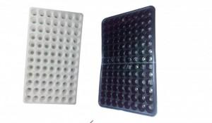 Khay nhựa ươm 104 lỗ, giá bán: 12.000 đ/cái (Gía áp dụng 200 cái trở lên.)----> CƯỚC VẬN CHUYỂN TỪ TP.HCM VỀ TỈNH KHÁCH HÀNG CHỊU.(Công ty chỉ hỗ trợ ra Ga, chành xe) Lh: 0934165528 Đồng Mô tả sản phẩm: - Kích thước (dài: 562 x rộng: 365 x cao: 50)mm, đường kính lỗ: 40mm. - Sẵn sàng ươm trồng khi cần thích hợp dùng ươm từ hạt, cây con, cành dâm,…. - Làm bằng nhựa, thiết kế mềm mỏng dễ hỏng, chỉ tái sử dụng 2-3 lần.