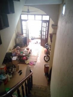 Nhà cũ đang ở cần bán gấp ở ngõ Hòa Binh...