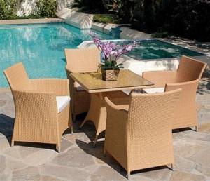 Nhận sửa các loại bàn ghế nhựa giả mây đã qua sử dụng, giá cả hợp lý.