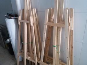 Giá đỡ bằng gỗ, cho bé vẽ tranh