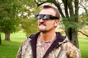 * Kính hỗ trợ nhìn xa Zoomies với thiết kế thông minh có khể điểu khiển để nhìn xa - gần sẽ là món phụ kiện đầy tiện ích của bạn trong khi đi chơi, dã ngoại, đọc báo, đọc sách...
