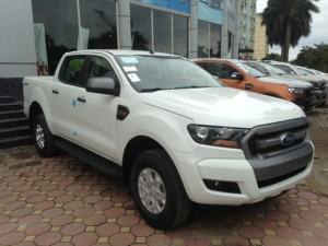 Bán Ford Ranger XLS MT 4x2 , màu trắng, giá tốt nhất Hà Nội, giao xe toàn quốc